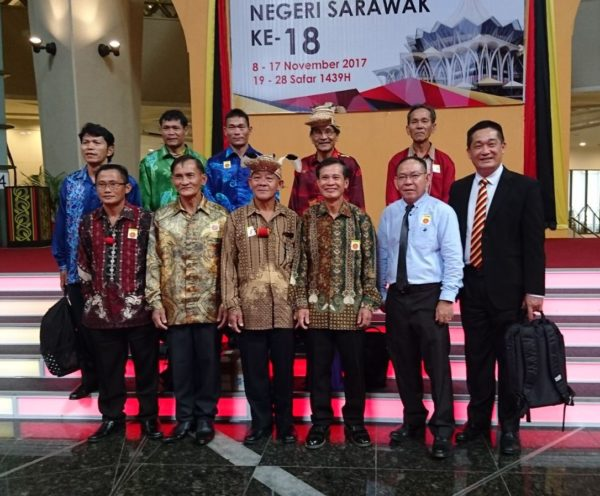 Pic1_Penan-delegation_-with_lawyer-See_Kuching-e1511979612628